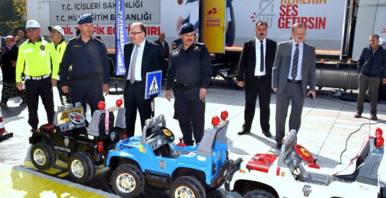 Mobil Trafik Eğitim Tırı öğrencileri bilgilendirdi