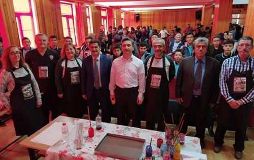 Ebru sanatçıları 2 okulda etkinlik yaptı