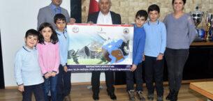 Öğrencilerden  Başkan Zeybek'e ziyaret