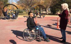 AFSÜ'lü öğrenciler engelli parkurunda ter döktü