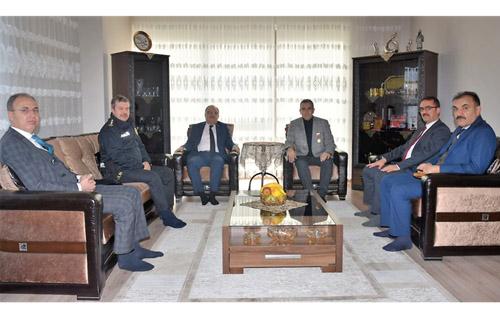 Vali Tutulmaz'dan gazi polise ziyaret