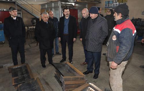 Başkan Zeybek personeli ziyaret etti