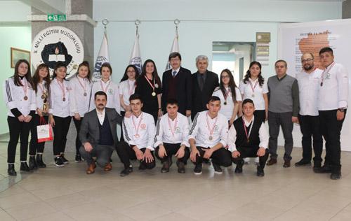 Sporcu öğrencilerden Yalçın'a ziyaret