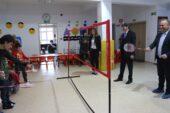 Yalçın, öğrencilerle badminton oynadı