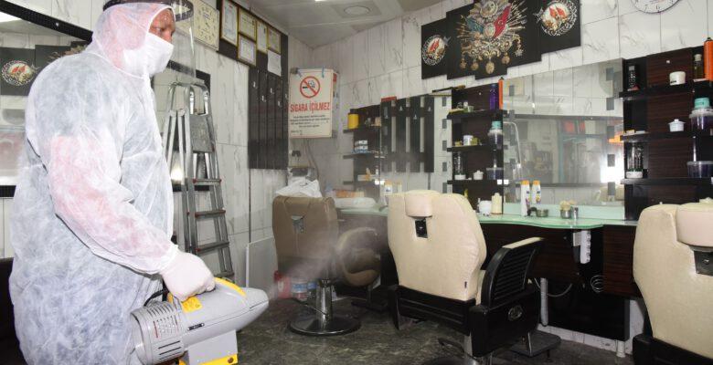 Belediye, berber ve kuaför  salonlarını dezenfekte etti