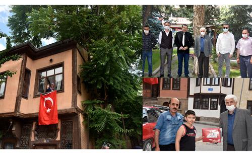 Kent Konseyi'nden tarihi konaklara Türk Bayrağı
