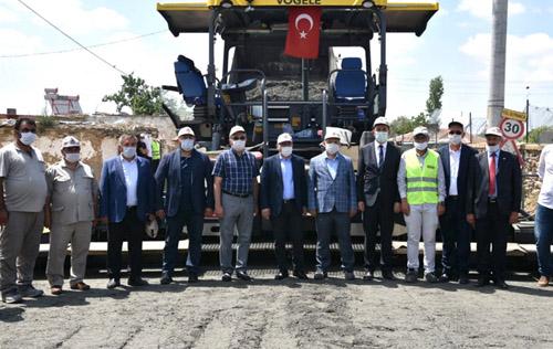 Afyon'da ilk kez köy yolunda beton asfalt uygulandı