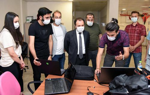 Rektör Karakaş, atölyeleri ziyaret etti