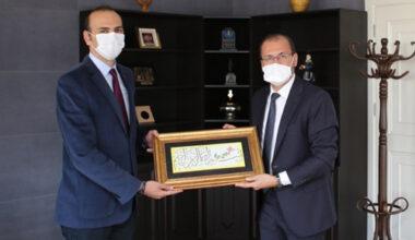 Rektör Okumuş'tan yeni başkana tebrik ziyareti