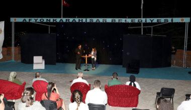 Tiyatro severler açık  hava tiyatrosunda buluştu