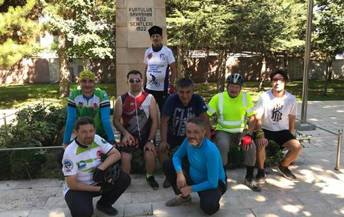 Bisikletçiler Kocatepe'ye tırmandılar