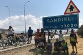 Bisikletçiler Sandıklı'ya pedal çevirdi