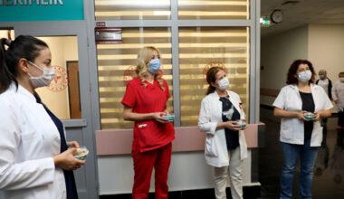 Sağlık çalışanlarına aşure ikram edildi