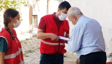 Kızılay ekipleri Burmalı Mahallesi'nde yardım dağıttı