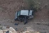 Şarampole uçan araçtaki genç hayatını kaybetti