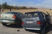Otomobiller kafa kafaya çarpıştı:  1 ölü, 4 yaralı