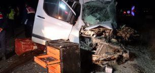 Otobüsle minibüs çarpıştı: 1 ölü 2'si çocuk 5 yaralı